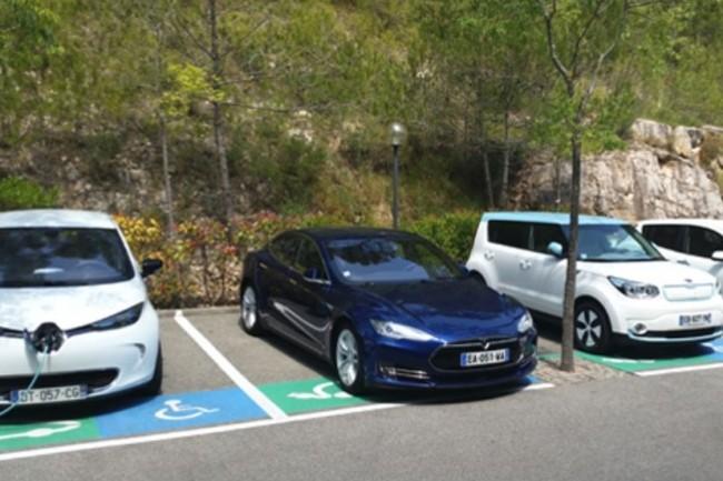 Le parking de SAP Labs à Mougins est bien rempli en véhicules électriques. (crédit : SAP Labs France)
