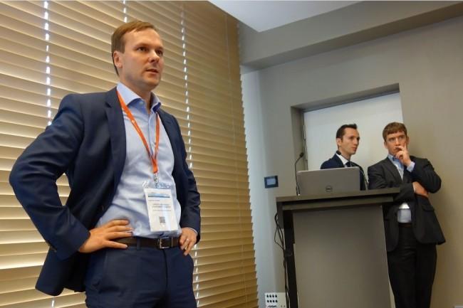 Pierrick Condette (à gauche), responsable IT marketing et big data analytics de Crédit Agricole Consumer Finance. A ses côtés, Jean-François Guilmard (à droite), responsable big data d'Accenture en France, et Renaud Andrieux, consultant chez Accenture. (crédit : MG)