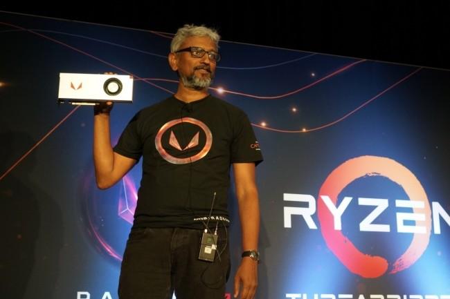 Voilà 25 ans que Raja Koduri se consacre aux technologies graphiques dont, récemment, la puce haut de gamme Vega - en photo, avec la carte Radeon RX Vega 64. (Crédit : Gordon Mah Ung/IDG)