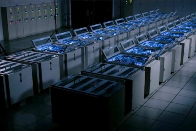 Le superordinateur Gyoukou, fabriqué par ExaScaler pour l'Agence japonaise de science et de technologie marine (JAMSTEC), repose sur le refroidissement par immersion pour assurer le fonctionnement de ses millions de cœurs de processeurs.