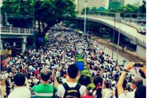 Pour �chapper � la censure, les manifestants � Hong Kong pl�biscitent FireChat