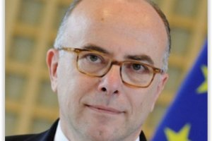 Bernard Cazeneuve r�unit les grands op�rateurs Internet