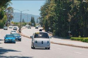 La voiture autonome de Google circule autour de Mountain View