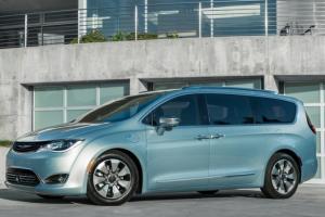 Fiat Chrysler ouvre la chasse aux bugs dans ses v�hicules connect�s