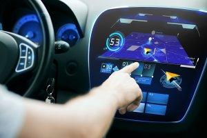 En 2020, les voitures connectées payeront carburant et parking en WiFi/5G