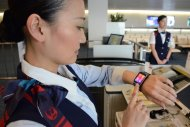 Japan Airlines teste des smartwatches pour son personnel au sol