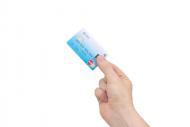 MasterCard montre une carte sans contact avec lecteur d'empreintes
