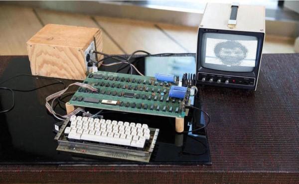 Un Apple 1 s'est vendu 950�000$ mercredi � New-York par la maison Bonham, ce qui repr�sente pr�s du double des estimations.