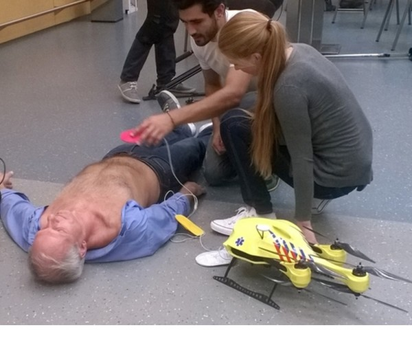 Un prototype de drone ambulancier embarquant un d�fibrillateur a �t� con�u pour porter secours aux accident�s cardiaques.