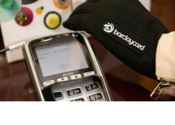 Barclaycard a test� en Angleterre des gants connect�s permettant de r�gler des achats jusqu'� 25 euros.