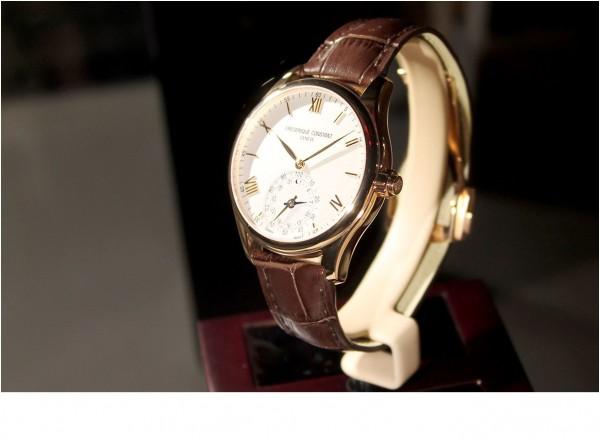 La marque Frederique Constant vient de pr�senter un mod�le de montre connect�e via la plateforme MMT issue d'une co-entreprise avec Fullpower.