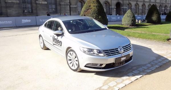 Valeo et Safran ont d�montr� leurs travaux dans le domaine des voitures autonomes avec le v�hicule Drive4U capable de circuler et g�rer des obstacles divers et vari�s.