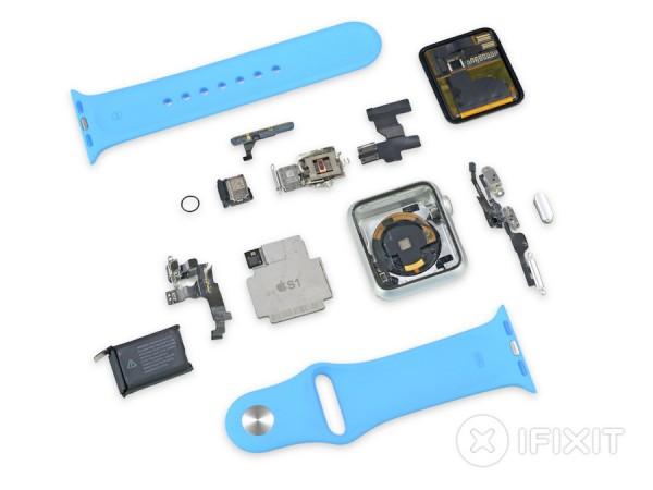 Pour avoir acc�s aux composants de l'Apple Watch, l'�quipe d'iFixit a d� � d�truire � la montre.