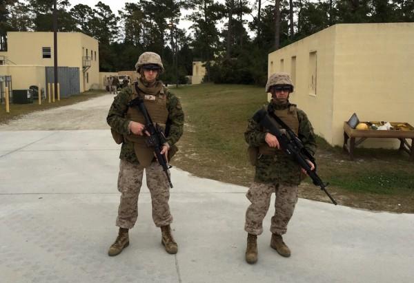Avec des lunettes � r�alit� augment�e, les Marines sont en mesure de transformer un terrain de golf en champ de bataille virtuel.