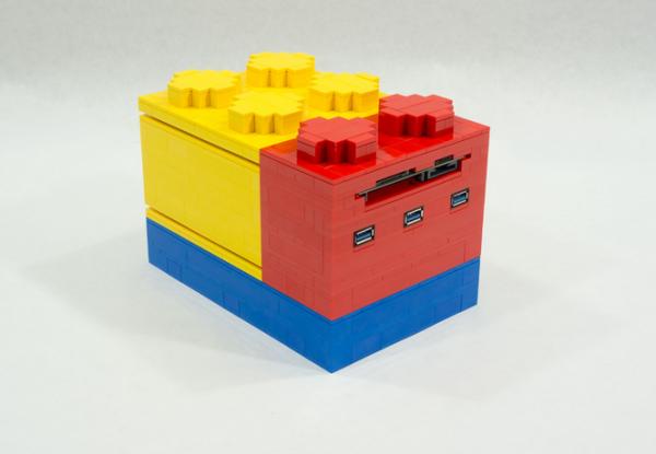 Total Geekdom a pr�sent� un mini-PC prenant la forme des c�l�bres briques Lego.