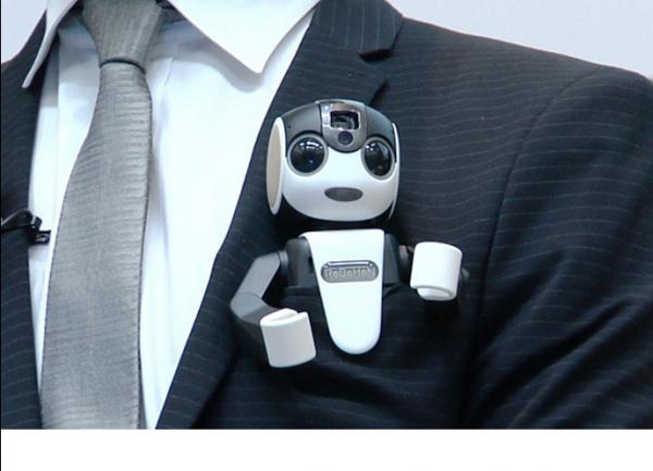 Sharp a pr�sent� Robohon, un petit robot bard� de capteurs et capable d'�mettre et recevoir des appels t�l�phoniques.