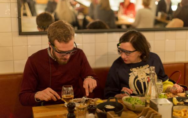 Dans le cadre d'une �tude d'eye tracking, Tork a �quip� des clients d'un restaurant de lunettes occulom�triques.
