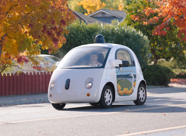 Google a lanc� un vaste plan de recrutements pour �toffer ses �quipes en charge du d�veloppement de sa voiture autonome.