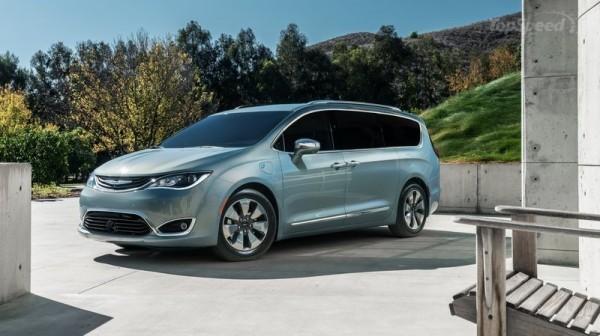 Google va travailler avec Fiat Chrysler pour d�velopper sa flottille de voitures autonomes � partir du mini-van Pacifica de la marque.