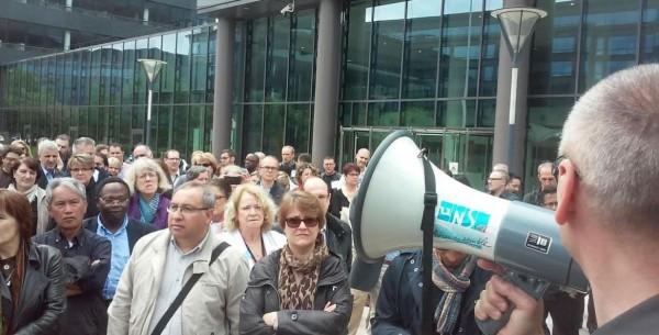 Le personnel d'IBM Nice et Paris a vot� en assembl�e g�n�rale une gr�ve d'une semaine, reconductible par tranche de 24 heures