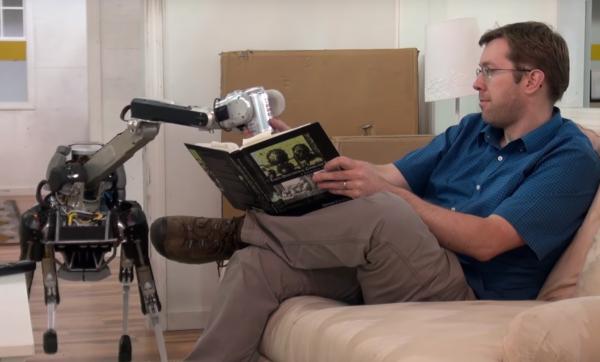 Spot Mini, le dernier robot � quatre pattes de Boston Dynamics qui range la vaisselle et apporte des canettes (pratique pour suivre l'Euro 2016).