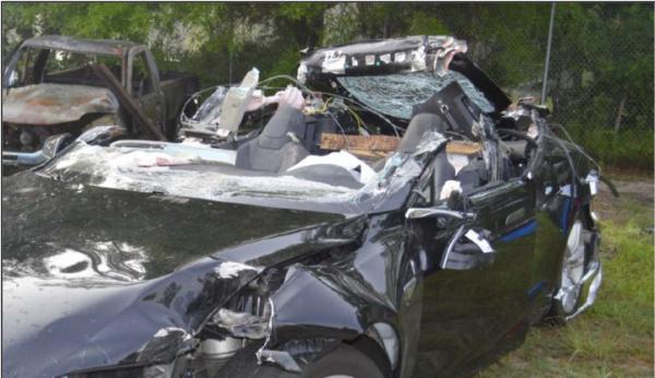 Autopilot engag�, la Tesla S de Joshua Brown a heurt� un semi-remorque, avant de valser dans le d�cor et tuer son conducteur.