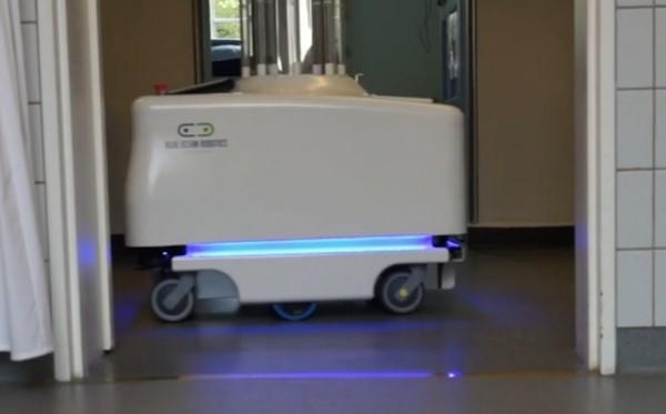 Un robot d�sinfectant capable de traquer les bact�ries dans les chambres d'h�pitaux est actuellement en test au Danemark.