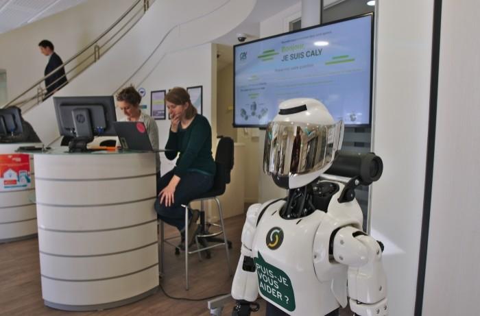 Le Crédit Agricole 31 accueille les clients avec le robot Caly