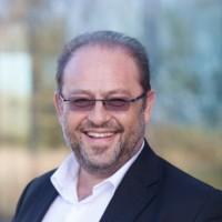 Emmanuel Obadia, vice-président marketing EMEA de Salesforce.com, vient d'être nommé vice-président du collège Editeurs de Syntec Numérique, avec Eric Varszegi, président de IP-Label. (crédit photo : D.R.)