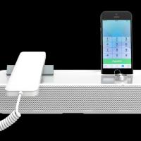 Le terminal SIP NVX 620 d'Invoxia est capable d'accueillir un smartphone pour réunir les mondes du fixe et du mobile.