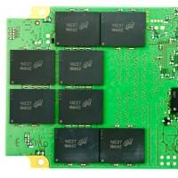 Les composants MLC d'un SSD Crucial développés par Micron. (crédit : D.R.)