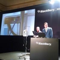 Graham Murphy, chercheur en sécurité chez Blackberry, a montré comment pirater une pompe à perfusion, lors du Sommet de sécurité de BlackBerry, le 23 Juillet 2015 à New York. (crédit : D.R.)