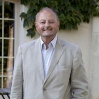 Dominique Bayon, le président de Foliateam Group, a remplacé Samir Koleilat au poste de PDG d'Acropolis Telecom.