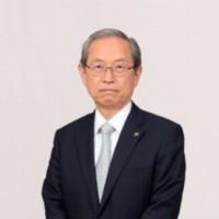 Satoshi Tsunakawa, CEO de Toshiba, a annoncé que le groupe japonais devrait sans doute se séparer de la majorité de son activité mémoire. (crédit : Toshiba)