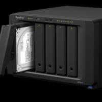 Le NAS Synology DS-1517 est annoncé à partir de 799,2 € HT en version 2Go et de 878,4 €HT pourvu de 8 Go.