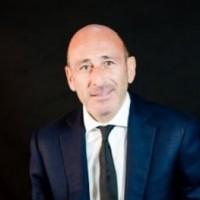 En France, Jean-Pierre Boushira succède à Thierry Lottin.