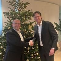 L'acquisition de Crypsys, dont Rob Westerhoff (à droite) est directeur, permettra à Infinigate d'atteindre le milliard de revenus dans cinq ans, selon David Martinez (à gauche), CEO d'Infinigate (Crédit : Infinigate).