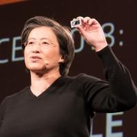 Lisa Su, CEO d'AMD, montre la dernière puce mobile Radeon Vega de l'entreprise.