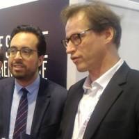 Mercredi matin au Forum international de la cybersécurité à Lille, le secrétaire d'Etat au numérique Mounir Mahjoubi (à gauche) a rencontré Jean-Noël de Galzain, président d'Hexatrust. (crédit : D.F.)