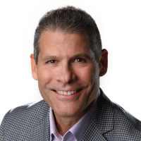 « Une fois que les partenaires sont prêts à commercialiser leurs solutions intégrées, ils peuvent les répertorier sur notre Marketplace et étendre leur portée à de nouveaux clients à l'échelle mondiale » indique John Teltsch, directeur du channel d'IBM