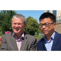 Jean-Marie Savalle, directeur général d'Isagri (à gauche) et Gang He, président de Sino Info. (crédit : Isagri)