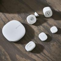 En combinant trois routeurs WiFi mesh de la gamme SmartThings de Samsung, on peut assurer une connectivité sans fil sur environ 400 m2. (Crédit : Samsung)