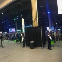 Hier à Las Vegas, les participants à VMworld attendent l'ouverture du hall d'exposition. (Crédit : VMworld Twitter)