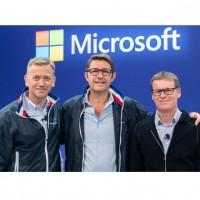 Lionel Vargel (au centre), entouré de Carlo Purassanta (à gauche), Area Vice President de Microsoft France, et d'Alain Bernard, le General Manager Partner Microsoft France. Crédit photo : D.R.