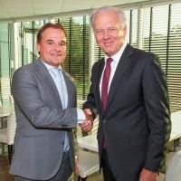 Adriaan Elsman (à gauche), directeur général de Misco Solutions, et Mike Norris, CEO de Computacenter, ont conclu l'acquisition début septembre. (Crédit : Sandra Zeilstra)