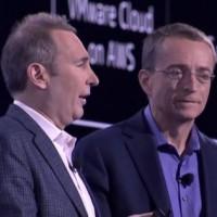 Sur re:Invent 2019, Andy Jessy, CEO d'AWS (à gauche), aux côtés de Pat Gelsinger (CEO de VMware), à Las Vegas. (Crédit : AWS)