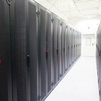 Les revenus générés par les ODM (Original design manufacturer), qui vendent directement aux datacenters hyperscale, ont augmenté de 45,8% pour atteindre 3,9 Md$. (Crédit : Wikipedia)