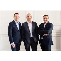 De gauche à droite : Robert Clapham, directeur général adjoint ; William Gouesbet, co-fondateur et PDG ; Yannick Delibie, co-fondateur et DG délégué de Kerlink. (Crédit : Kerlink)