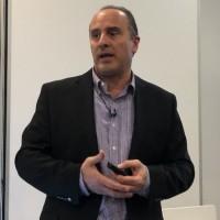 Des charges de travail dans le cloud mais avec la sécurité réseau d'ACI, nous a indiqué Roland Acra, vice-président en charge du groupe datacenter chez Cisco. (Crédit : S.L.)