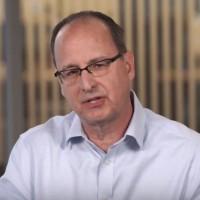 « Luxtera est bien avancée dans les processus de conversion des informations électroniques en photons et leur transport par câble optique directement vers les semi-conducteurs », a déclaré Bill Gartner, vice-président et directeur général de Cisco. (crédit : D.R.)